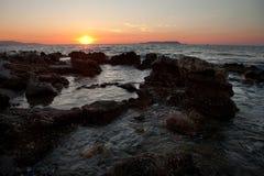 Coucher du soleil en mer Méditerranée Photos libres de droits