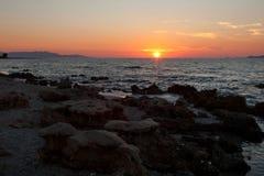 Coucher du soleil en mer Méditerranée Photographie stock libre de droits