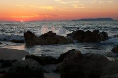 Coucher du soleil en mer Méditerranée Photo libre de droits