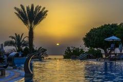 Coucher du soleil en mer morte Photographie stock