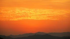 Coucher du soleil en montagne Images libres de droits