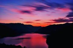 Coucher du soleil en montagnes Photos libres de droits