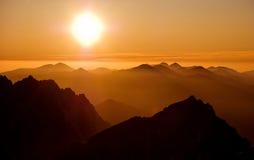 Coucher du soleil en montagnes 2 Image libre de droits