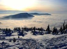 Coucher du soleil en montagnes Photographie stock libre de droits