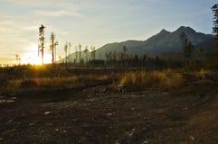 Coucher du soleil en montagnes Image stock