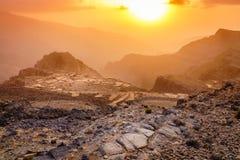 Coucher du soleil en montagnes de Hajar photo libre de droits
