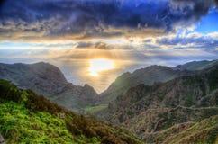 Coucher du soleil en montagnes du nord-ouest de Ténérife, îles canariennes Photographie stock libre de droits