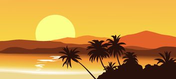 Coucher du soleil en montagnes tropicales avec des silhouettes des paumes Illustration Libre de Droits
