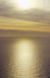 Coucher du soleil en pastel sur une mer calme, France Image stock