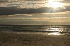 Coucher du soleil en plage d'Ogna photographie stock libre de droits