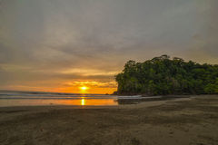 Coucher du soleil en plage de Ventanas Photos libres de droits