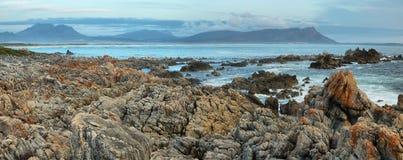 Coucher du soleil en plage idyllique de Kleinmond Images libres de droits