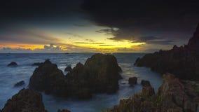 Coucher du soleil en plage Lampung de marina image stock