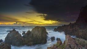 Coucher du soleil en plage Lampung de marina images stock