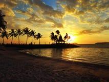 Coucher du soleil en plage photos stock