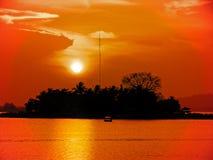 Coucher du soleil en retard chez Flores photos stock