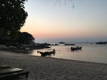 Coucher du soleil en retard sur Koh Tao Image stock