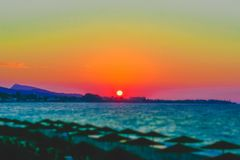 Coucher du soleil en Rhodes de village d'Ialysos photo stock