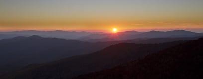 Coucher du soleil en stationnement national grand Pano de montagnes fumeuses Images libres de droits