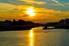 Coucher du soleil en throu de Ponte Amerigo Vespucci Amerigo Vespucci Bridge Photo libre de droits
