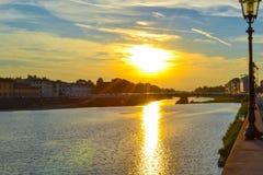 Coucher du soleil en throu de Ponte Amerigo Vespucci Amerigo Vespucci Bridge Photo stock