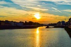 Coucher du soleil en throu de Ponte Amerigo Vespucci Amerigo Vespucci Bridge Image stock