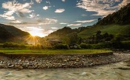 Coucher du soleil en vallée Photo stock