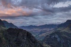Coucher du soleil et approche de tempête dans le canyon d'Imnaha, Orégon Image stock