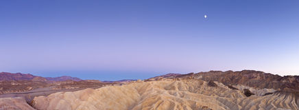 Coucher du soleil et clair de lune de désert images libres de droits