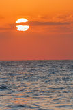 Coucher du soleil et cloudscape rouges Images stock