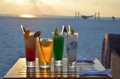 Coucher du soleil et cocktails Photo libre de droits