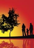 Coucher du soleil et famille Photographie stock