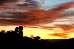 Coucher du soleil et formations de roche silhouettées chez Chiricahua Images libres de droits