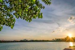 Coucher du soleil et lac Photos libres de droits
