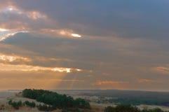 Coucher du soleil et lever de soleil dans le ciel, ciel rose pourpre du coucher du soleil Images stock