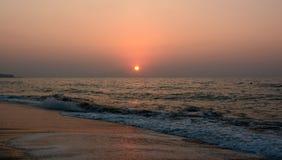Coucher du soleil et mer ! Belle île de Crète ! images stock