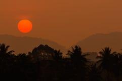 Coucher du soleil et montagne Photographie stock