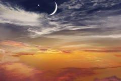 Coucher du soleil et nouvelle lune Image libre de droits