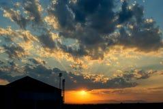 Coucher du soleil et nuages à l'aéroport de Khon Kaen, Thaïlande Photo stock