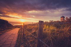 Coucher du soleil et Stormclouds à la côte néerlandaise, Pays-Bas Photos stock