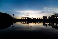 Coucher du soleil et temple photo libre de droits
