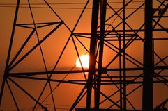 Coucher du soleil et tours Image stock