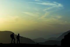 Coucher du soleil et tranquilité dans les montagnes Photo libre de droits