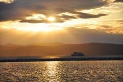 Coucher du soleil et vitesse normale dans le lac Champlain photographie stock libre de droits