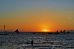 Coucher du soleil et voiliers à Boracay Photo libre de droits