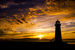Coucher du soleil excessif et phare Image stock