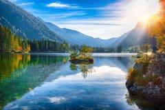 Coucher du soleil fantastique d'automne de lac Hintersee photos libres de droits