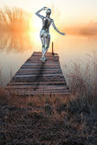 Coucher du soleil femelle de lever de soleil de robot d'Android de femme image libre de droits