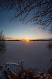 Coucher du soleil gelé de lac Photographie stock
