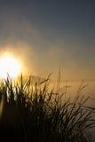 Coucher du soleil gentil au-dessus de lac Photo stock